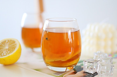 自制夏日解渴神仙水 营养清爽活力满满 百香果柠檬蜂蜜茶