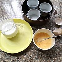 #快手又营养,我家的冬日必备菜品#香浓丝滑——牛奶炖蛋的做法图解2