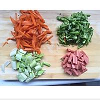 中式时蔬香肠馒头煎蛋的做法图解2