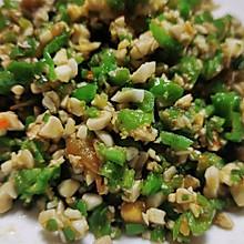 #餐桌上的春日限定快手菜,会冒油的青椒咸鸭蛋