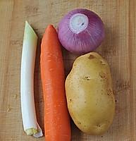 红烧土豆牛腩的做法图解2