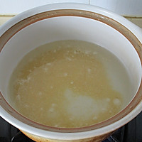 海参小米粥的做法图解3