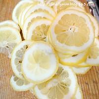 夏日健康减肥饮品:酿制新鲜柠檬蜂蜜茶的做法图解2