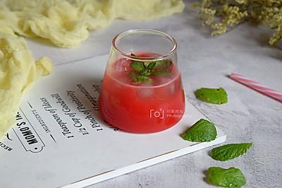 蔓越莓白兰地冰饮