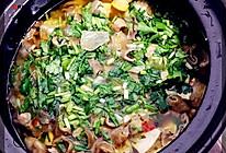 金陵双臭--臭豆腐肥肠煲的做法