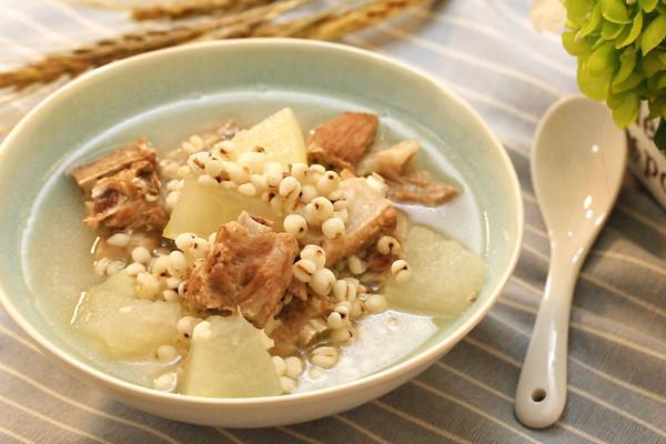 冬瓜薏米排骨汤-迷迭香的做法
