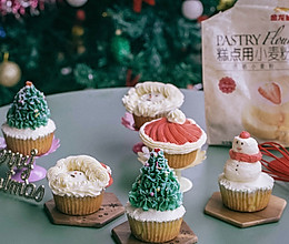 快来加入超多福利的金龙鱼烘焙群!冠军导师等你哟!圣诞杯子蛋糕的做法