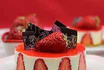 如何在家轻松打造人气西饼店的招牌甜品 --- 香草慕斯草莓巧克力蛋糕的做法