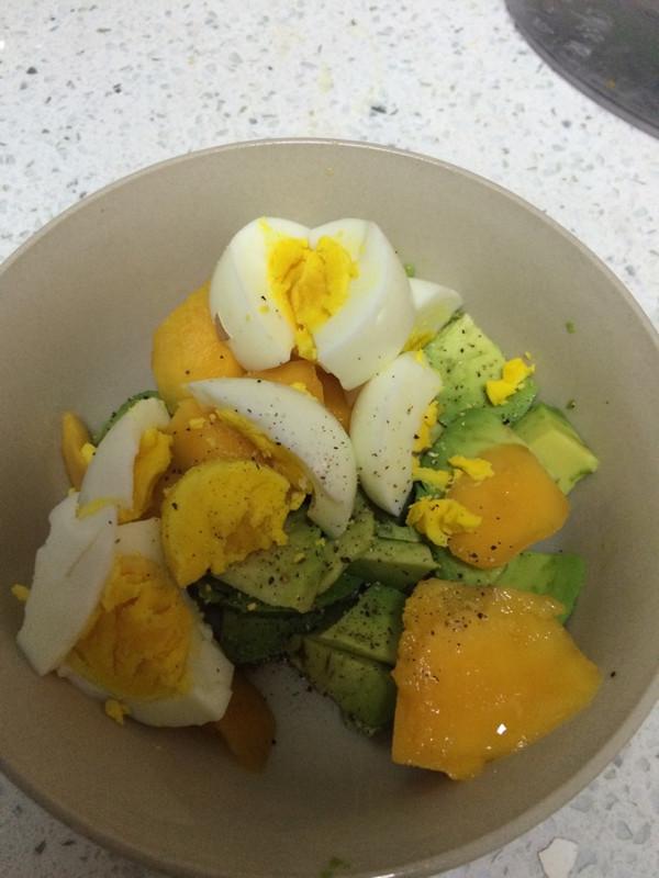 牛油果芒果鸡蛋沙拉的做法