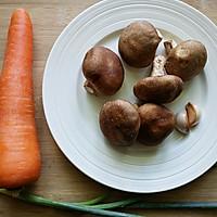 胡萝卜炒香菇的做法图解1