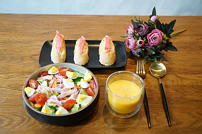 精致早餐360式:西兰花蟹肉沙拉配法棍面包