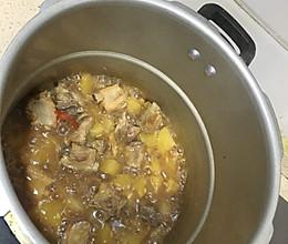 高压锅土豆排骨的做法