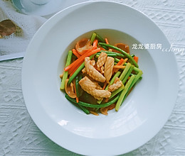 #营养小食光#家常菜【蒜苔炒鱿鱼】的做法