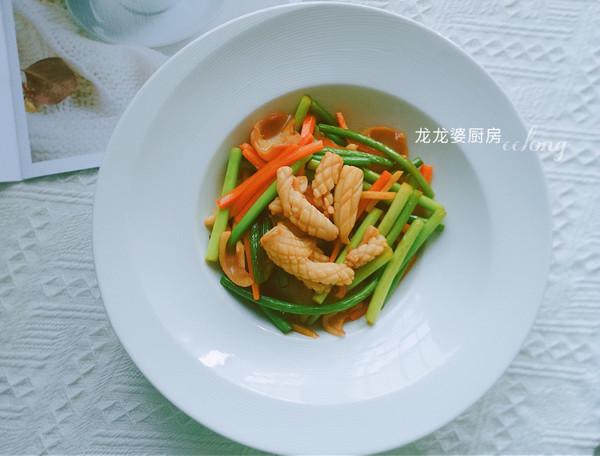 家常菜【蒜苔炒鱿鱼】的做法
