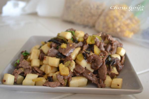 酸菜牛肉炒年糕的做法