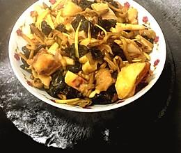 雲耳黄花菜蒸鸡的做法