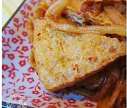 辣白菜炒脆豆腐的做法