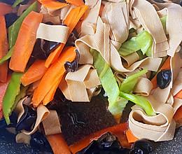 豆腐皮炒肉的做法