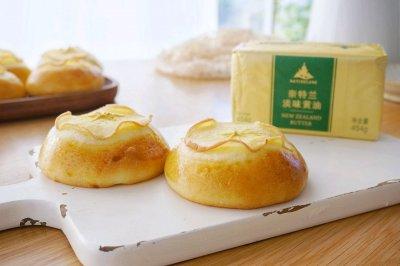 秋天的苹果奶酪面包