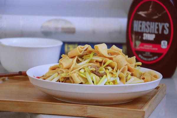 饭桌家常菜•蒜黄炒干豆腐皮