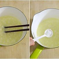 橄榄油鸡蛋米粥——为宝宝打造健康又营养的辅食的做法图解3