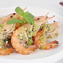 烤箱菜,这大约是虾最好吃的做法,蒜香黑椒烤虾