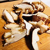 香菇炒油菜的做法图解2