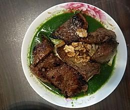 芹菜汁浇香煎猪肝的做法