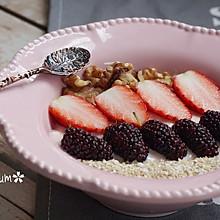 草莓酸奶——营养美味的早餐#易极优DIY酸奶#