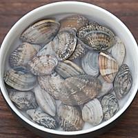 丝瓜花蛤菌菇汤的做法图解1