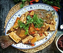 #美食新势力#铁锅豆酱炖鱼的做法