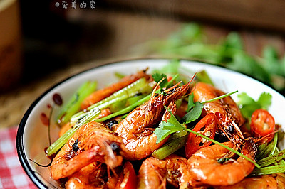 新春悠享家------热火朝天盆盆虾