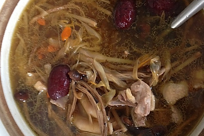 茶树菇煲鸭汤