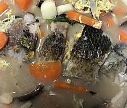 不放一粒鸡精的自创鲫鱼杂蔬香菇汤的做法