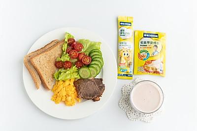 雀巢学生早餐:燕麦草莓奶昔
