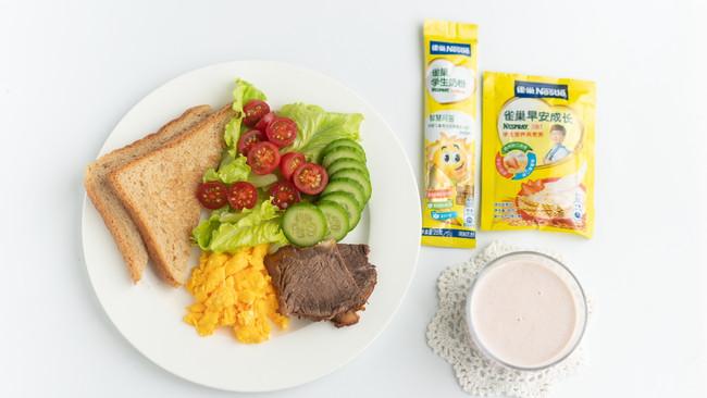 雀巢学生早餐:燕麦草莓奶昔的做法