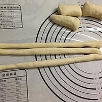 #春天里的毛毛虫#广式腊肠卷的做法图解2