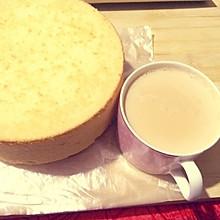 6寸戚风蛋糕,,配上一杯焦糖奶茶,美美的