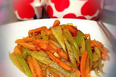 快手菜——辣炒胡萝卜芹菜(下饭的好便当)
