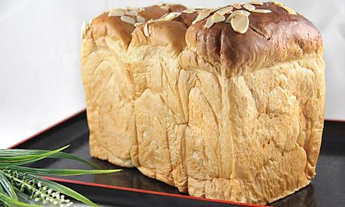 卡仕达酱肉松土司的做法