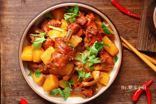 浓香下饭菜—红烧鸡肉炖土豆的做法