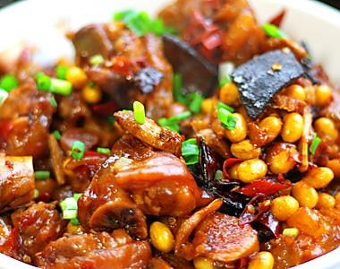 黄豆焖猪蹄的做法