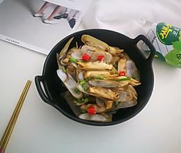 #硬核菜谱制作人#非常简单的葱爆蛏子的做法