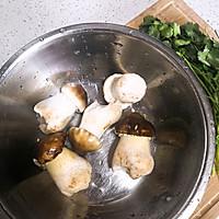 #春季减肥,边吃边瘦#鲜菇肉丸汤的做法图解1