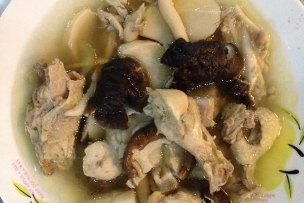 杂菇乱炖鸡汤的做法