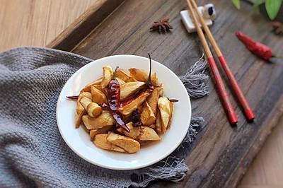 素菜简单做!鲜嫩可口的油焖茭白,让人食指大动