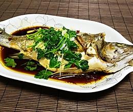 清蒸鲈鱼 (自制蒸鱼豉油)的做法