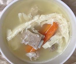 腐竹萝卜排骨汤的做法