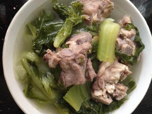 猪展芥菜汤的做法