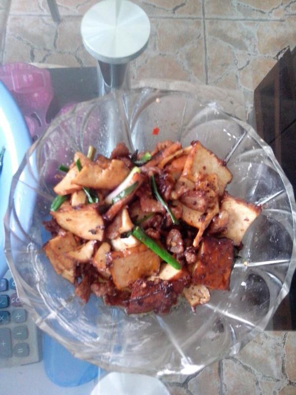 柴火香干炒薰肉的做法